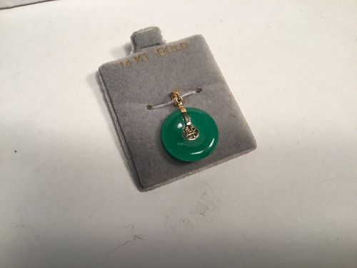 Beautiful Chinese Small Green Jadiet Pendant 14K Marked