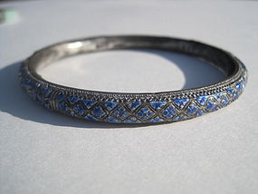 A Beautiful Early 20th C. Chinese Enamel Silver Bangle