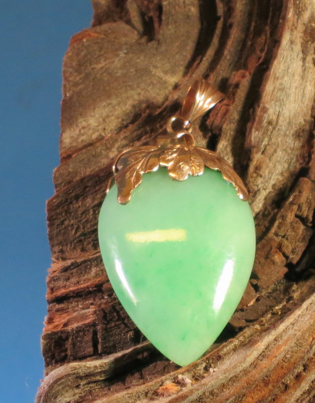 Vintage Chinese jade heart shape pendant with 14k gold