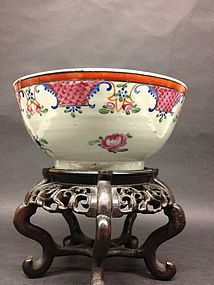 Chinese export porcelain bowl with carved wood stand
