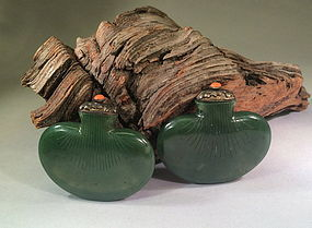 Chinese Green nephrite jade  purse shape snuff bottle