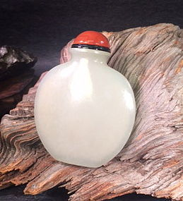 18th Century fine White nephrite jade snuff bottle