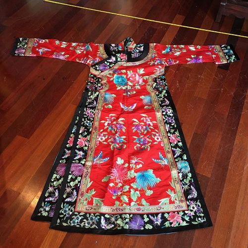 Chinese Manchu lady's embroidered robe
