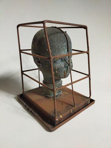 CAPTURED HEAD