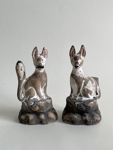 PAIR OF INARI FOXES