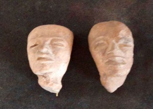 A PAIR OF DELICATE SCULPED HEADS FROM TEOTIHUACAN