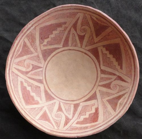 A VISUALLY STUNNING CLASSIC PHASE MIMBRES GEOMETRIC BOWL