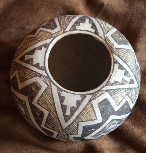 A SUPERB MINT CONDITION ANASAZI SEED JAR