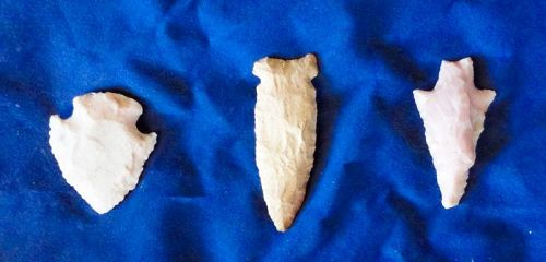 THREE  SUPERB LARGE ARCHAIC ARROW HEADS FROM KENTUCKY / ARKANSAS