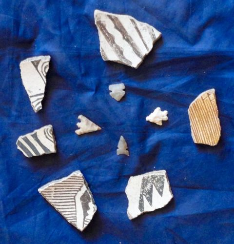 SIX SUPERB MIMBRES SHERDS ALONG WITH 5 FINELY FLAKED ARROWHEADS