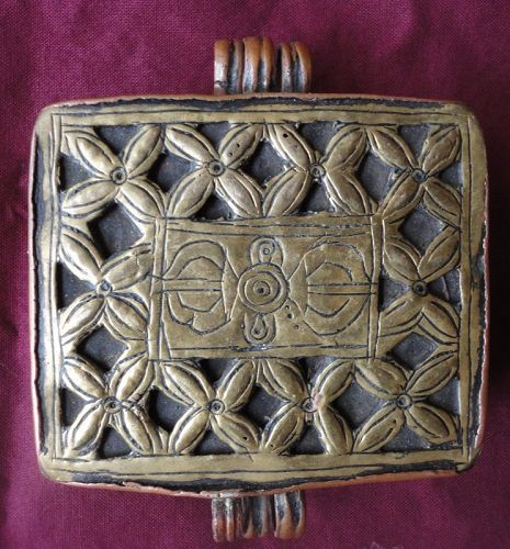 A FANTASTIC ANTIQUE BUDDHIST RELIQUARY BOX FROM TIBET