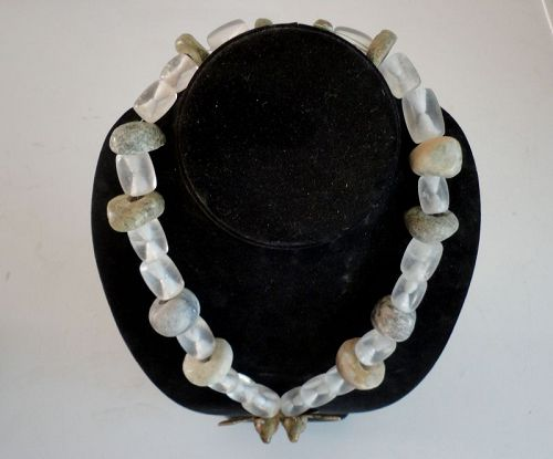 AN EXQUISITE NECKLACE COMPRISED OF PRECOLUMBIAN BEADS