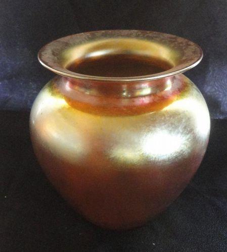 A GOLD IRIDESCENT ANTIQUE DURAND ART GLASS VASE