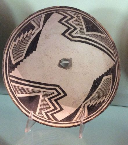 AN ELEGANT PREHISTORIC MIMBRES CLASSIC PHASE BOWL