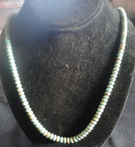 A TOP QUALITY SINGLE STRAND VINTAGE TURQUOISE NECKLACE