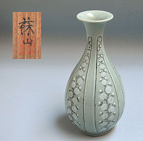 Rare Antique Korean Style Celadon Vase by Suwa Sozan I