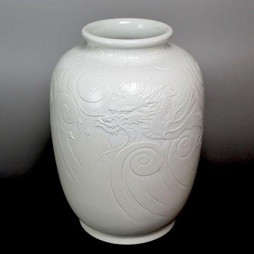 Antique Japanese Izushi Yaki Dragon Vase