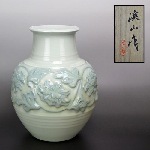 Exquisite Porcelain Vase by Kato Keizan II