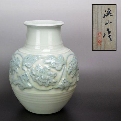Exquisite Porcelain Vase by Kato Keizan II