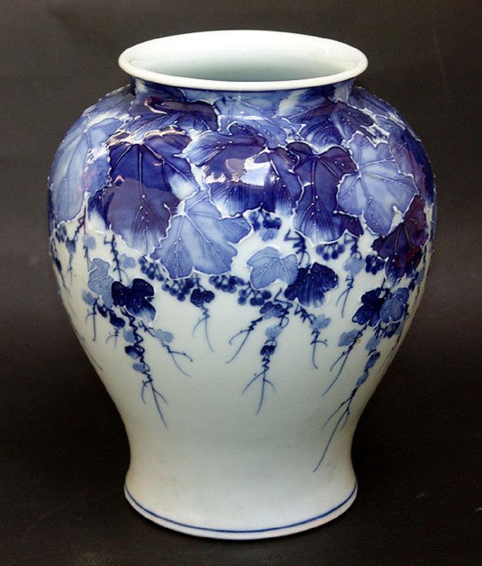 Fine Japanese Porcelain Vase By Kawamoto Rekitei Item 896584