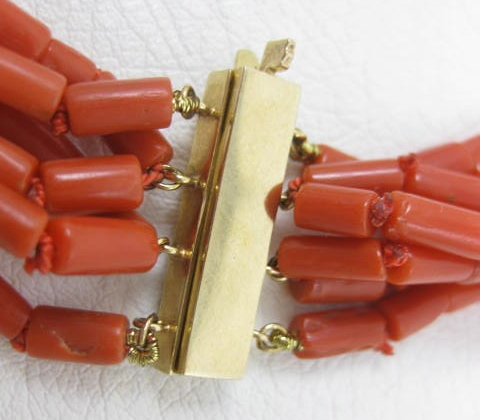 Elegant Van Cleef & Arpels Coral 14K Necklace