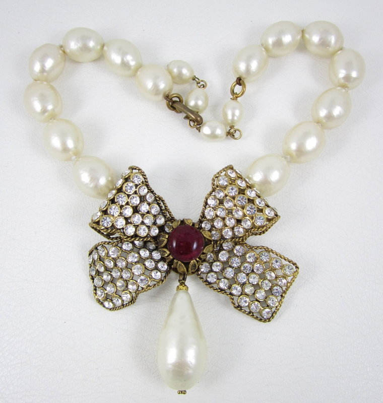 Gorgeous Maison Gripoix for Chanel Pearl Bow Necklace