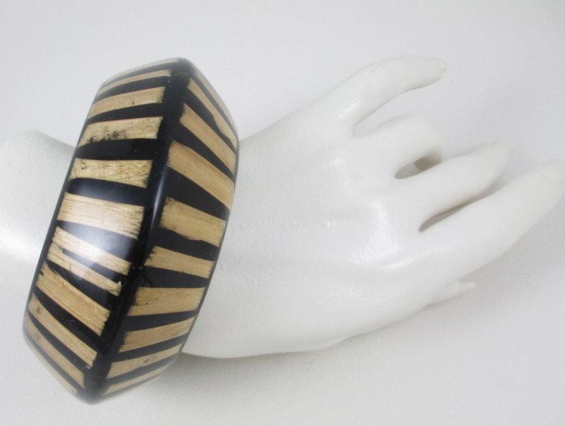 Bold Kenneth Jay Lane Wood & Resin Bangle Bracelet