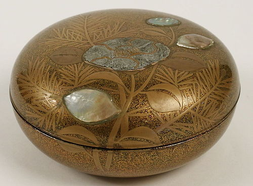 Mother of Pearl and Gold lacquered Bonbonniere