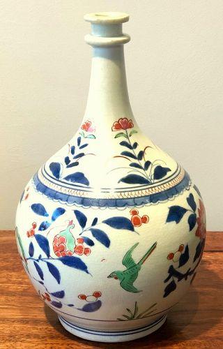 """Japanese Kakiemon Vase called """"Apothecary Bottle"""" Arita 17th Century"""