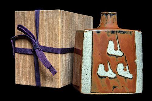 Hamada Shinsaku (b 1929) Kaki Glaze Bottle with Nukie decoration