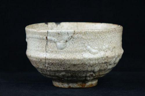 Mid-Edo Period (1603-1868) Antique Shino Ware Chawan (Tea Bowl)