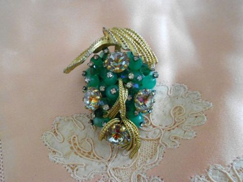 Vintage Green Gripoix Glass Foiled Crystal Pin