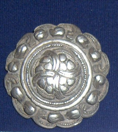 China. Old silver button ��  .