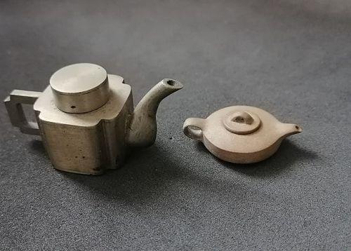 China. Two tiny teapots.