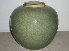 18/19C CHINESE GREEN-GLAZED JAR