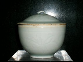 CHINESE QINGBAI BOWL AND COVER