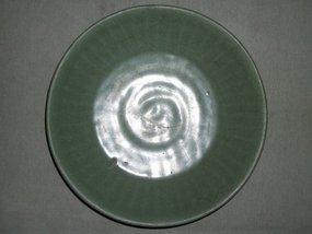 SONG/YUAN LONGQUAN CELADON DISH (GUAN-TYPE)