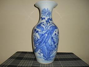 CHINESE BLUE & WHITE VASE