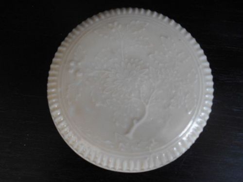 CHINESE WHITE GLAZED COVER BOX