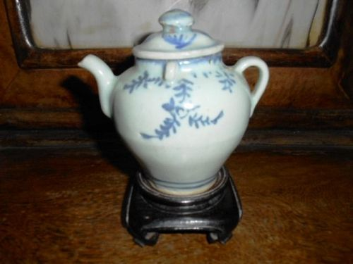 MING BLUE AND WHITE EWER
