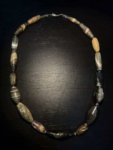 a bactrian agate necklace