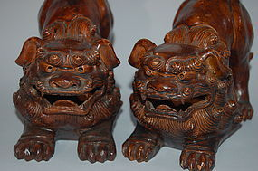 Pair of shishi lions, ceramic, Japan Taisho era