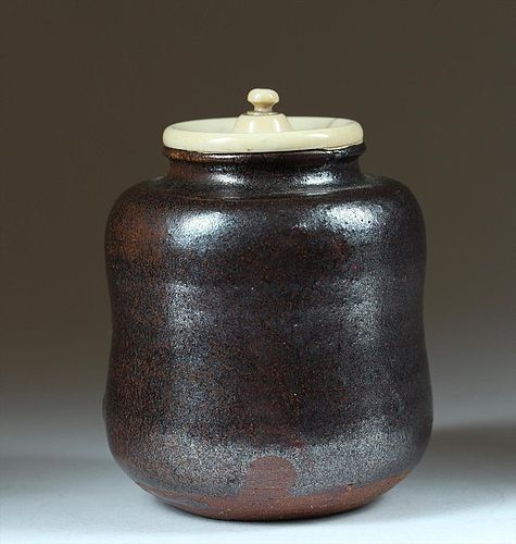 Chaire tea caddy, stoneware, Ko-Seto, Japan 17th century