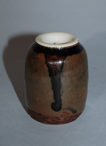 Small chaire tea caddy, stoneware, Owari, Japan 17th century