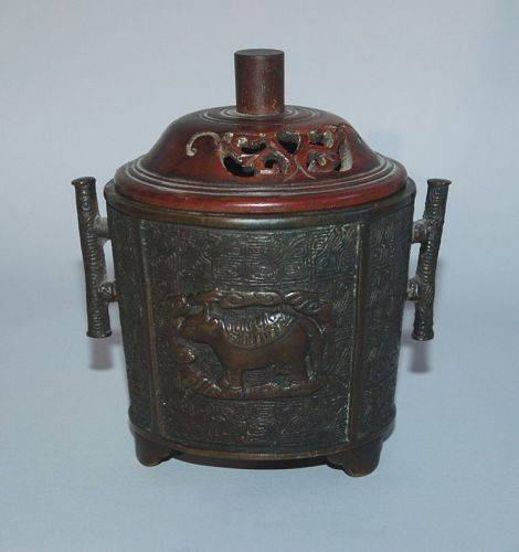 Small bronze incense burner, animal décor, Murata Seimin, Japan 19th c