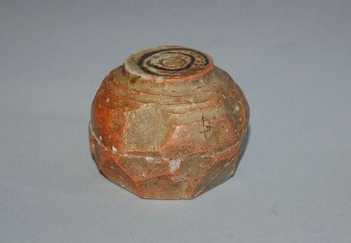 Shigaraki stone ware kogo incense box, wish granting jewel, Japan