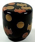 Natsume tea caddy, kiri, kiku crests, lacquer, Getsuho, Japan 20th c.