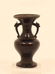 Early Edo Dynasty bronze amphora vase  with Dragon Headed handles
