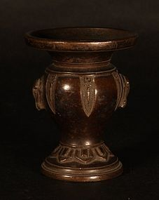 Late 19thc Japanese Meiji Dynasty bronze altar set vase and Pricket V9