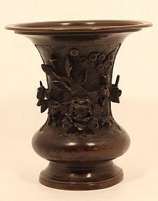 Early Edo Dynasty lost wax cast vase with figures